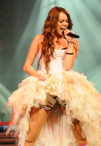 Miley Cyrus - Wonder World tour LA 2009